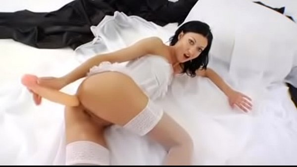 Queen, Anal dildo, Insertions